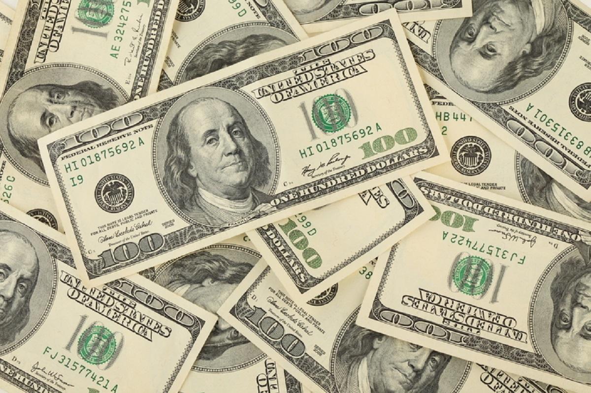 Dólar turismo fica mais caro após alta do IOF